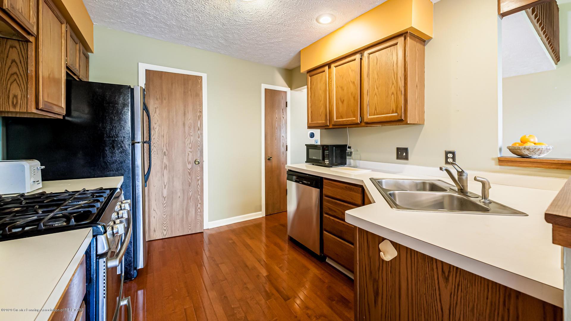 1750 Whitegate Ln 19 - Kitchen - 7