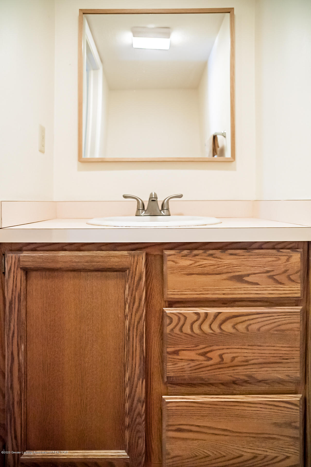1750 Whitegate Ln 19 - Bathroom - 10