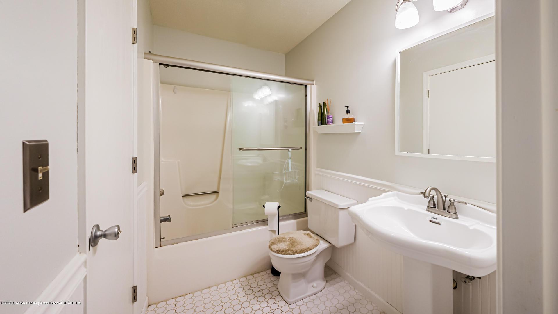 1750 Whitegate Ln 19 - Bathroom - 18