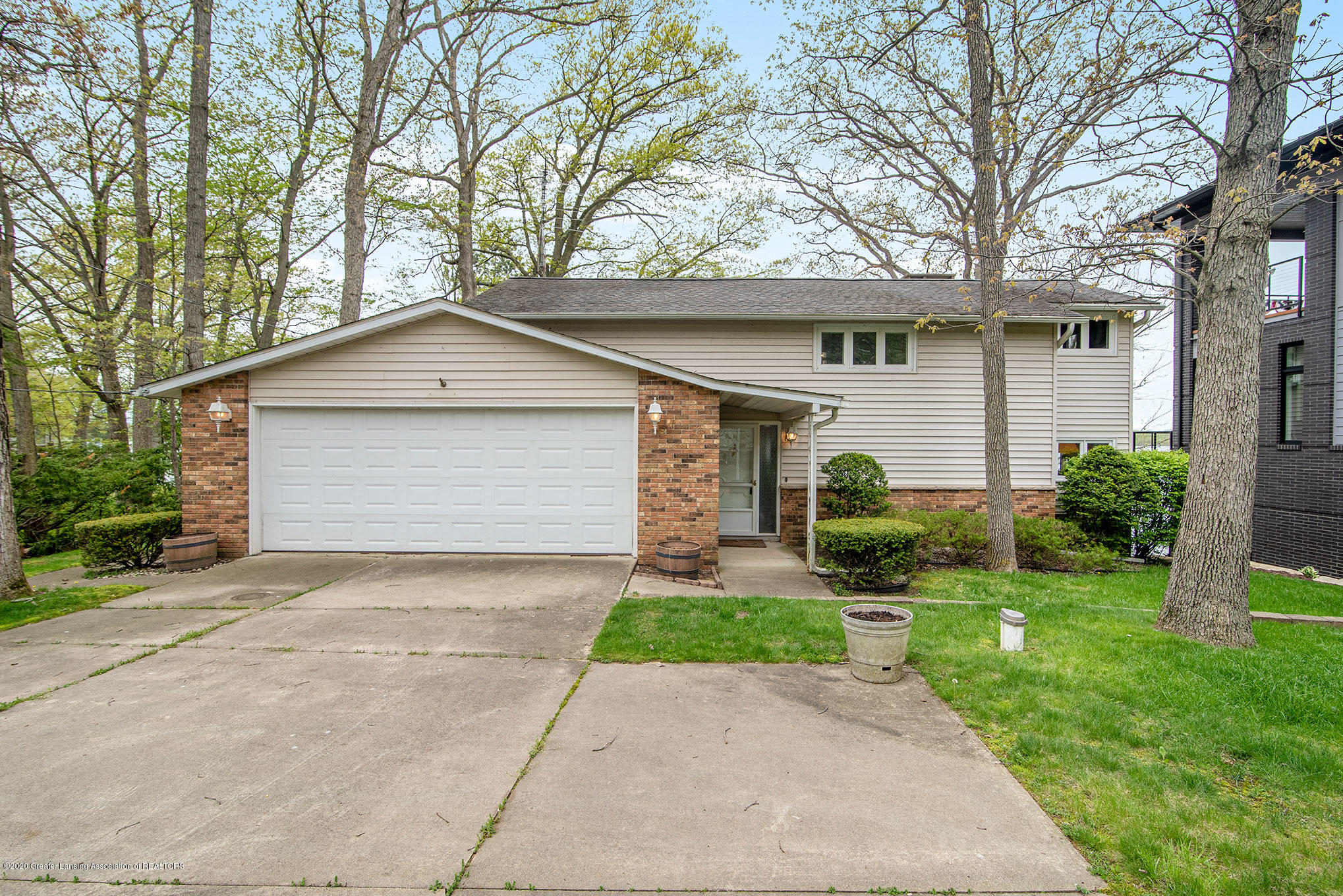 2051 Country Club Way - 1 - 1