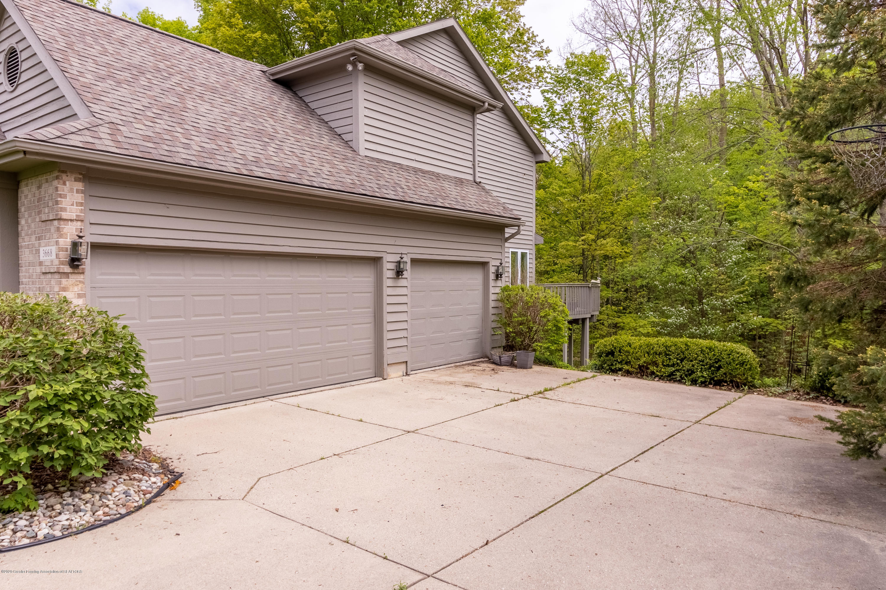 3668 Fairhills Dr - 3-Car Garage - 9