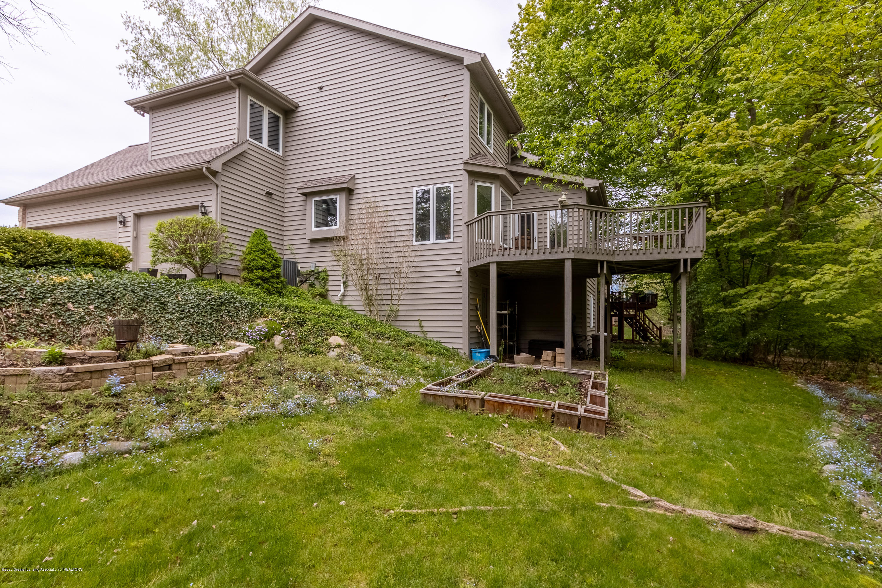 3668 Fairhills Dr - Back Yard - 12
