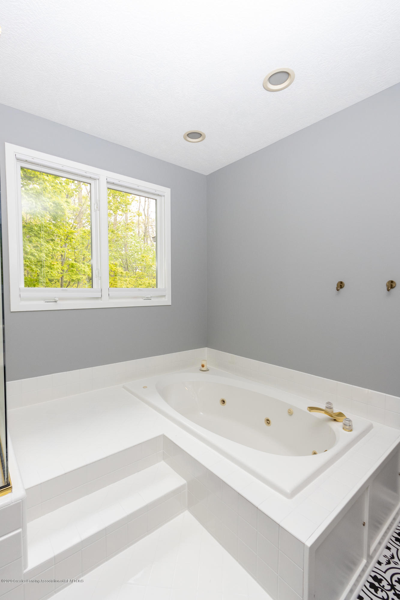 3668 Fairhills Dr - Master Bathroom - 54