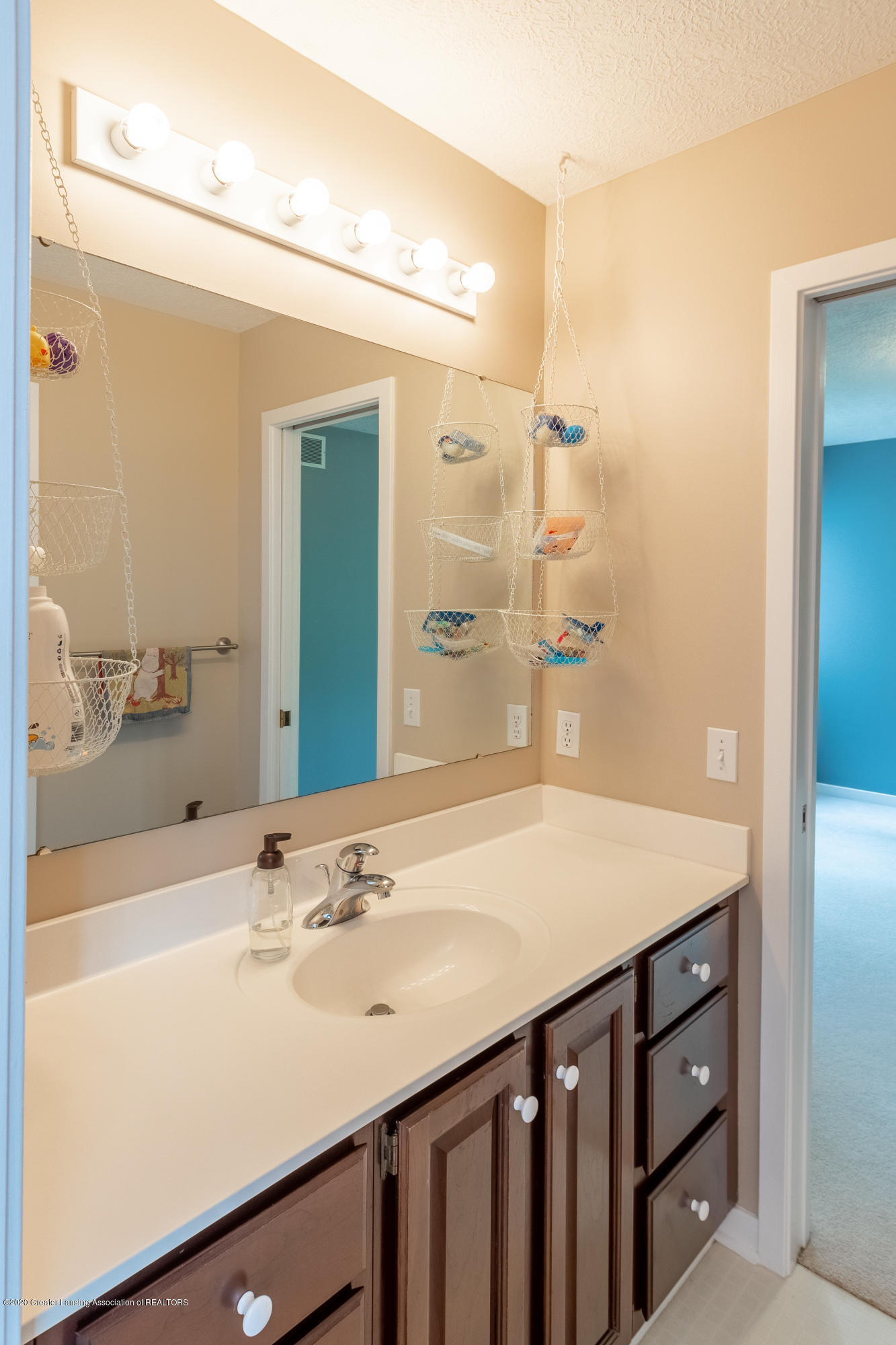 3668 Fairhills Dr - Full Bathroom - 60