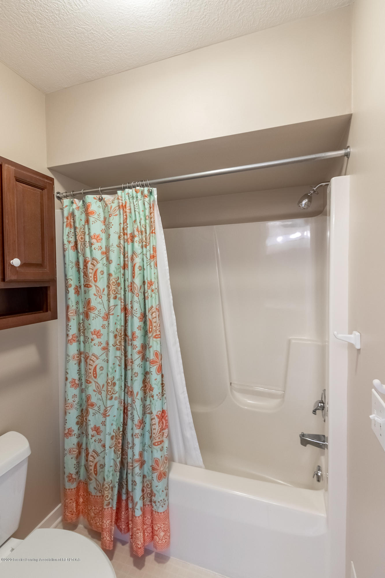3668 Fairhills Dr - Full Bathroom - 61