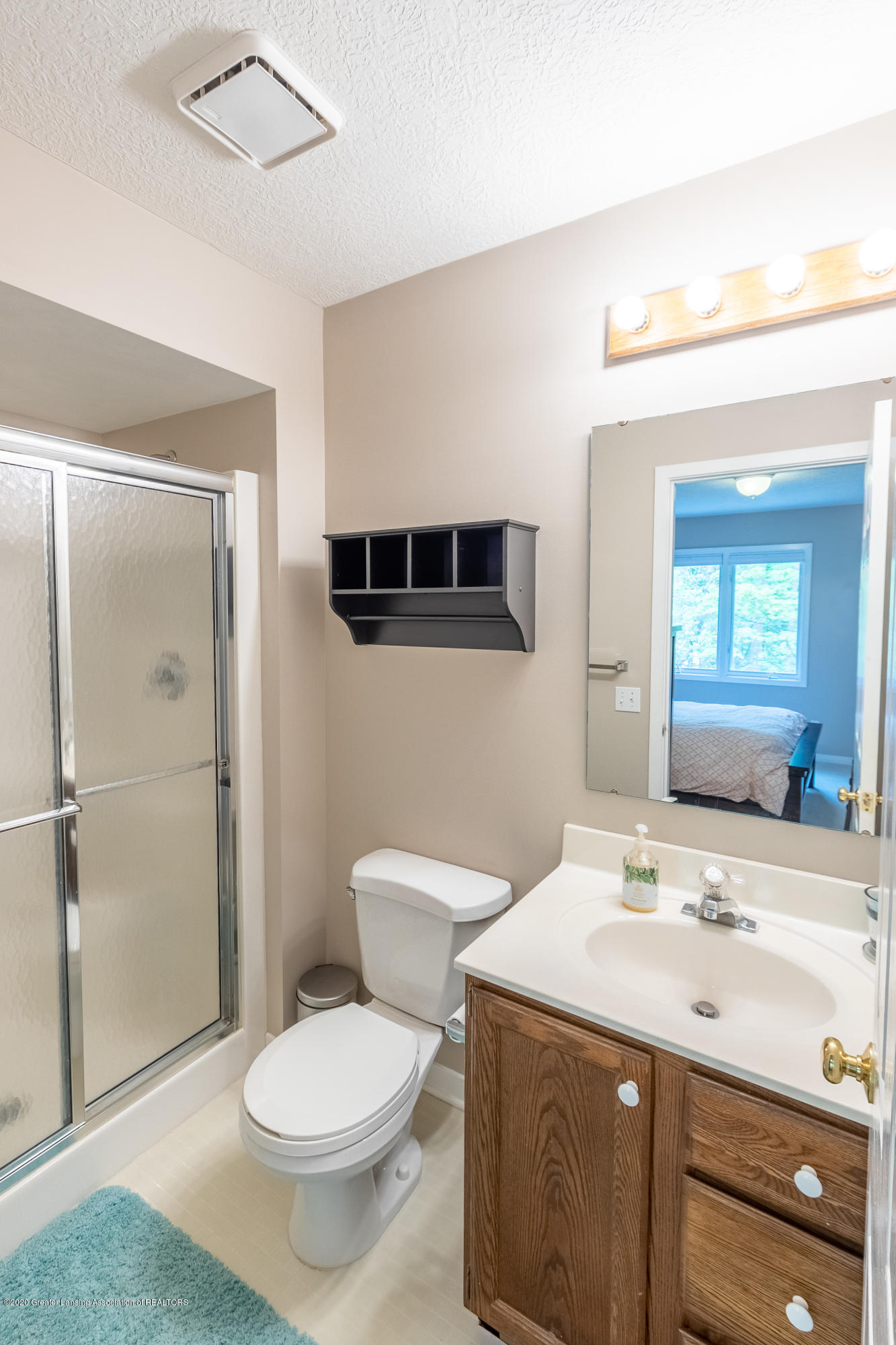 3668 Fairhills Dr - Full Bathroom in Bedroom 4 - 67