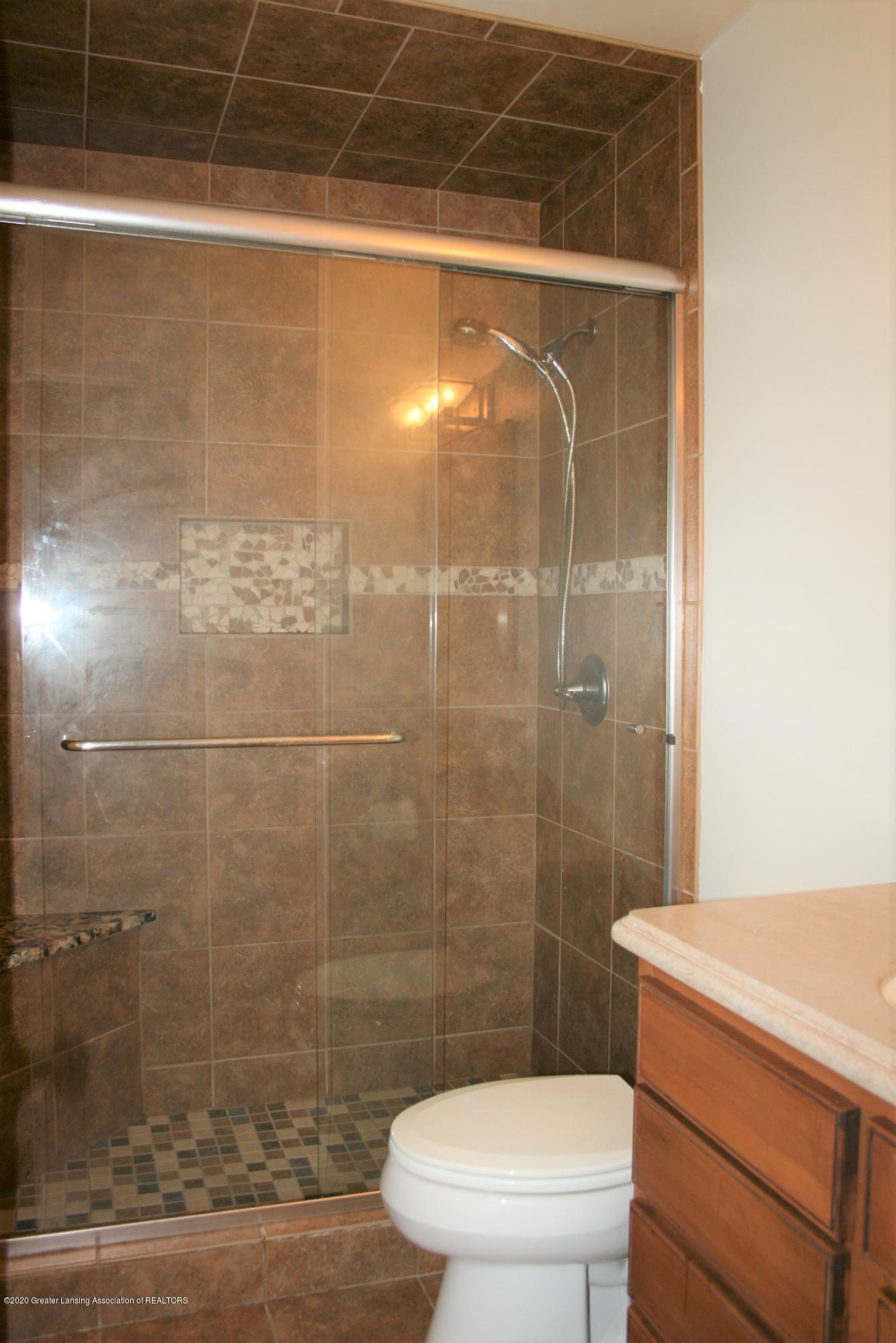2805 Lamoreaux Ln - Attached master bathroom - 17
