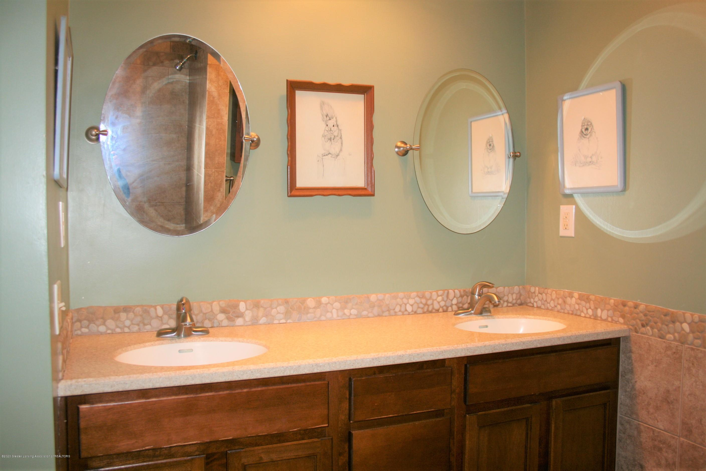 2805 Lamoreaux Ln - Full/hall bathroom - 20