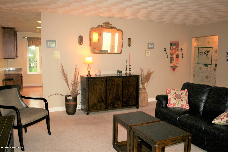 2805 Lamoreaux Ln - LIving room - 4
