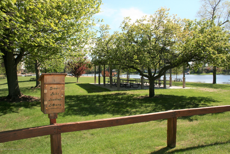 9455 Lookout Point Dr - Community park - 31