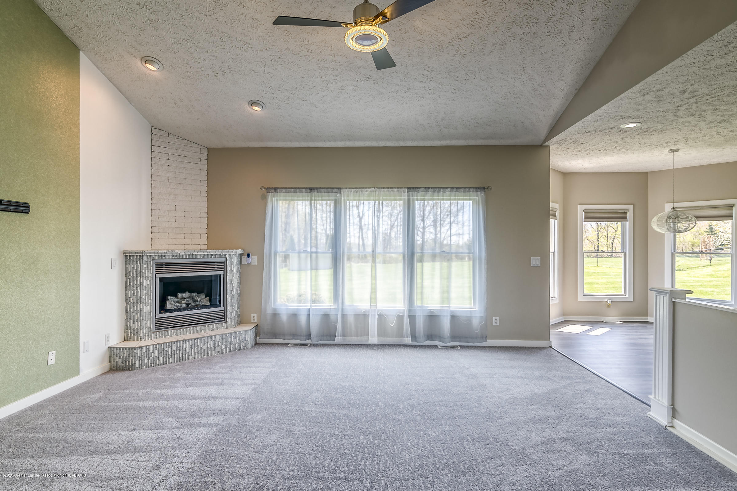 6901 Thornhill Dr - LIVING ROOM - 7
