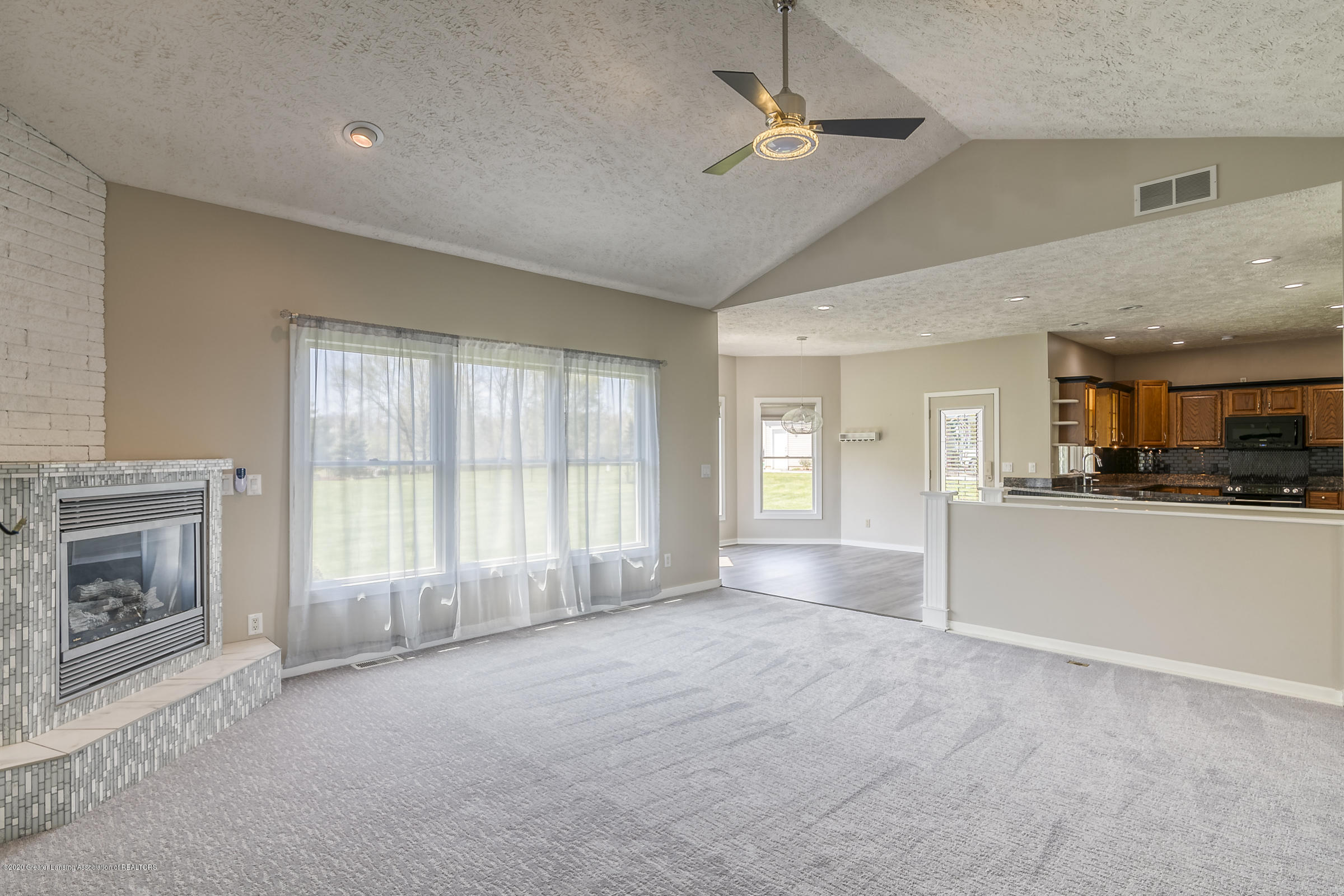 6901 Thornhill Dr - LIVING ROOM - 5