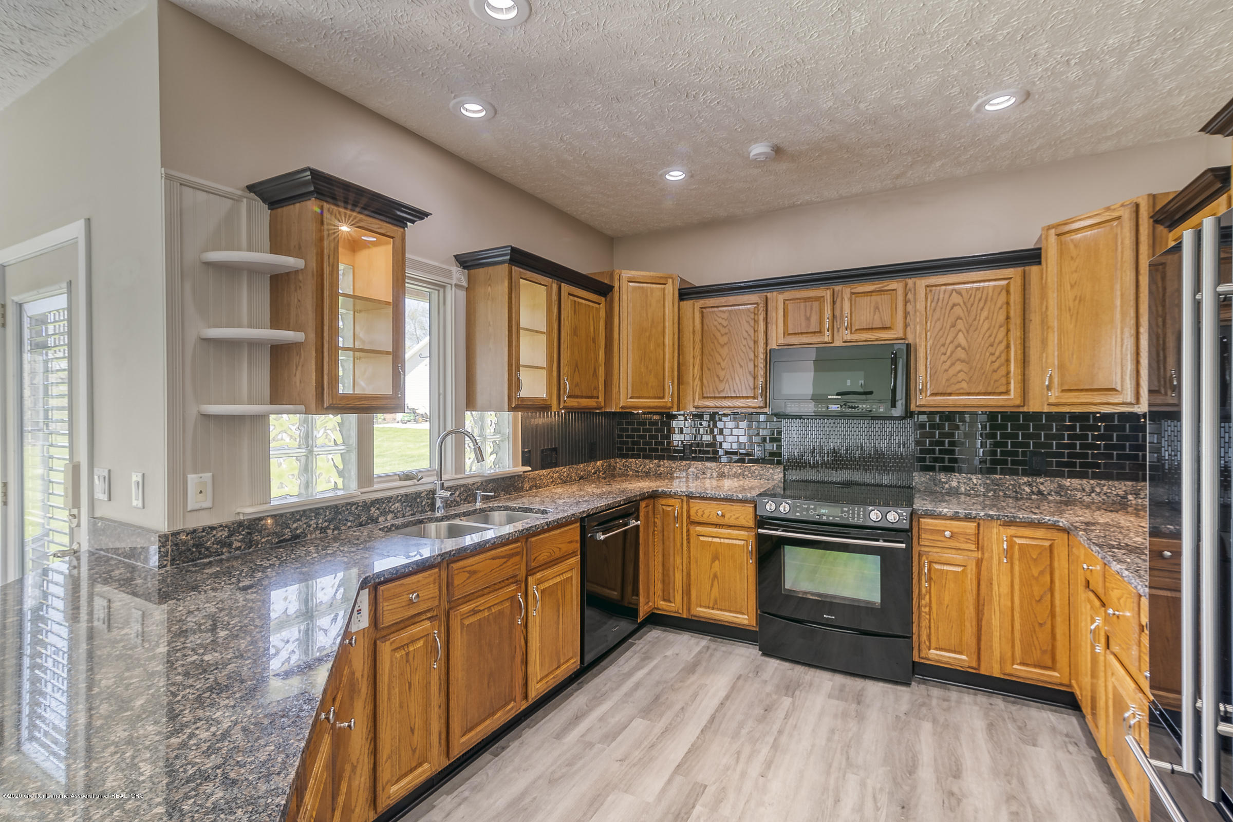 6901 Thornhill Dr - KITCHEN - 13