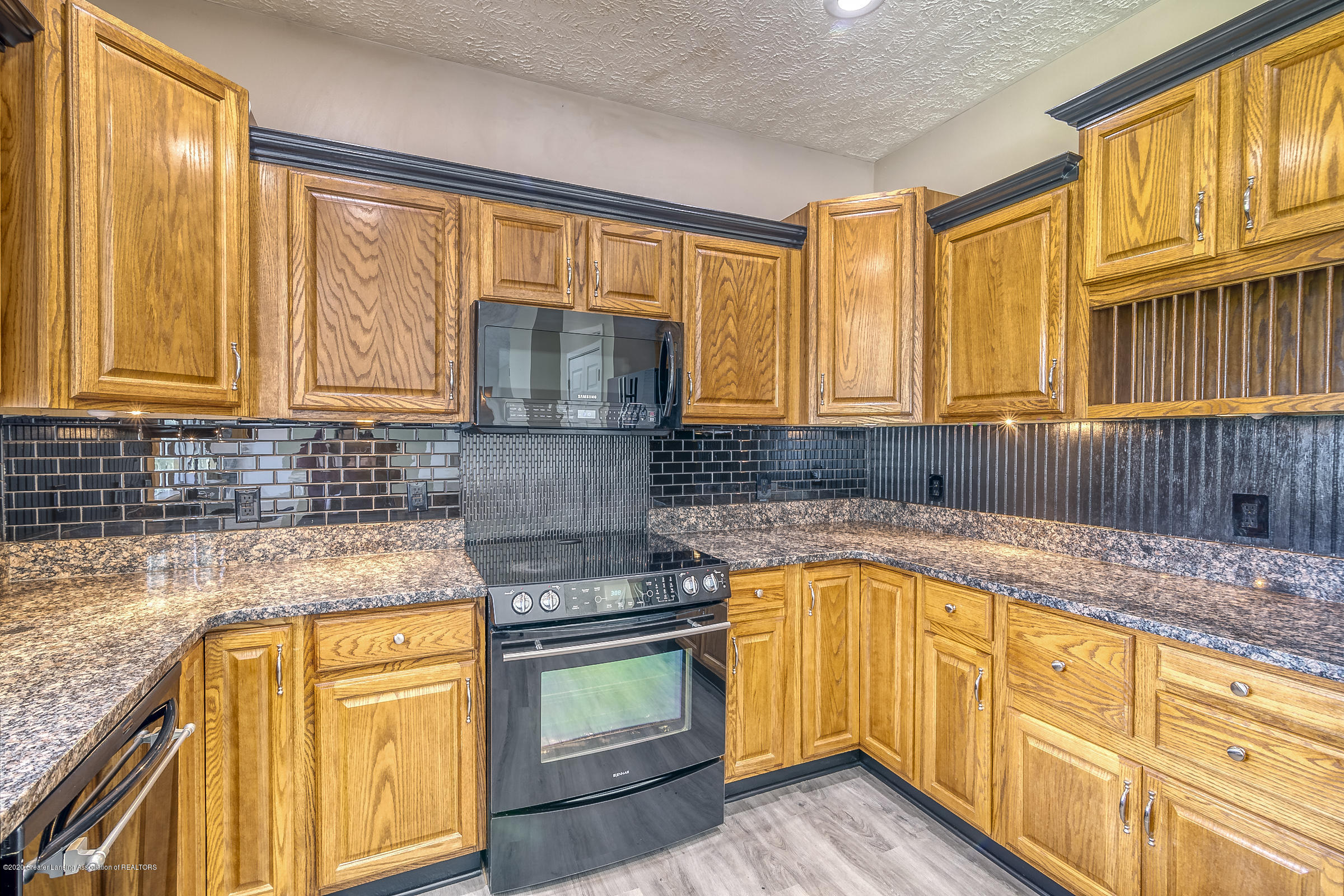 6901 Thornhill Dr - KITCHEN - 15