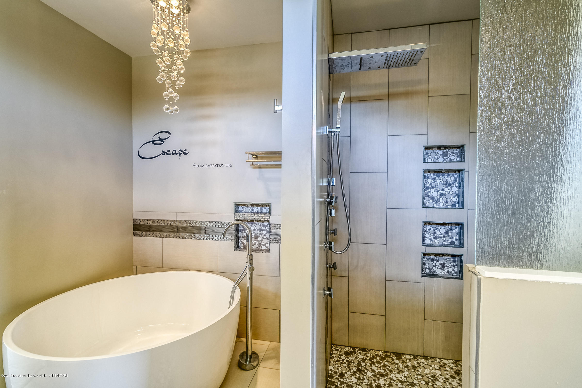 6901 Thornhill Dr - SPA BATHROOM - 22