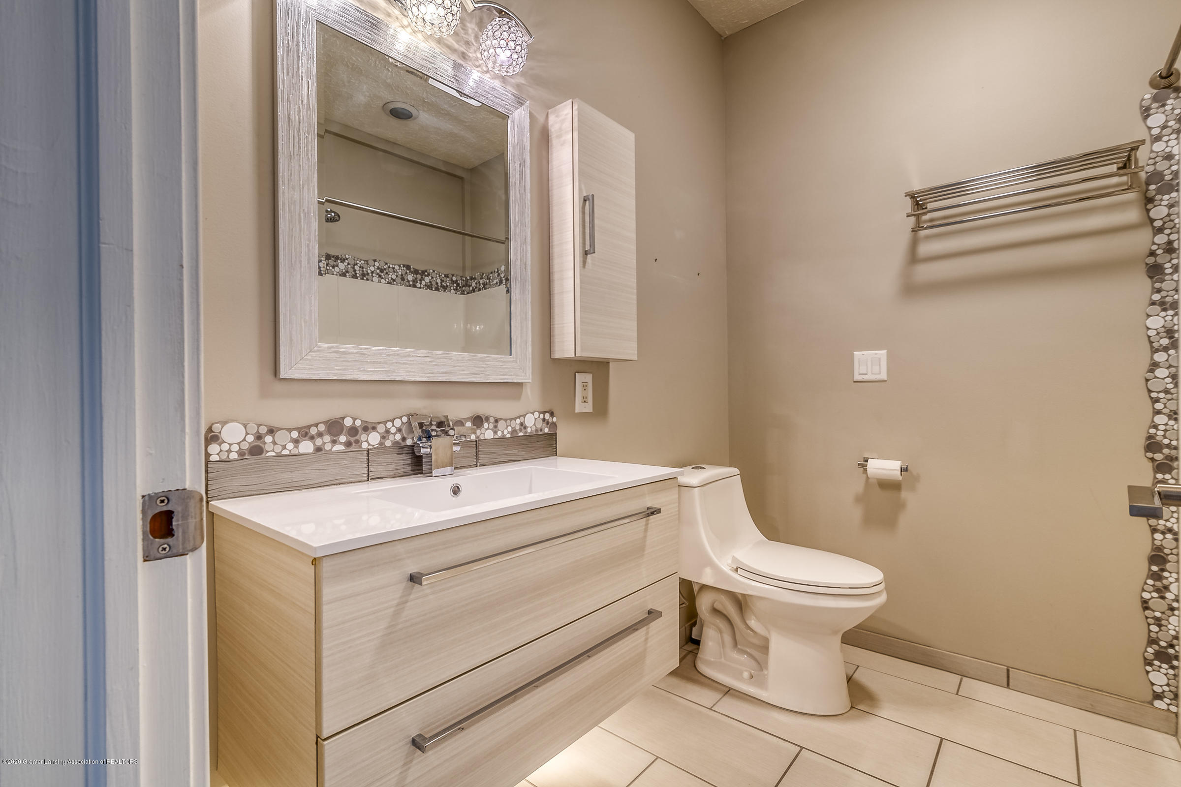 6901 Thornhill Dr - BATHROOM 2 - 30