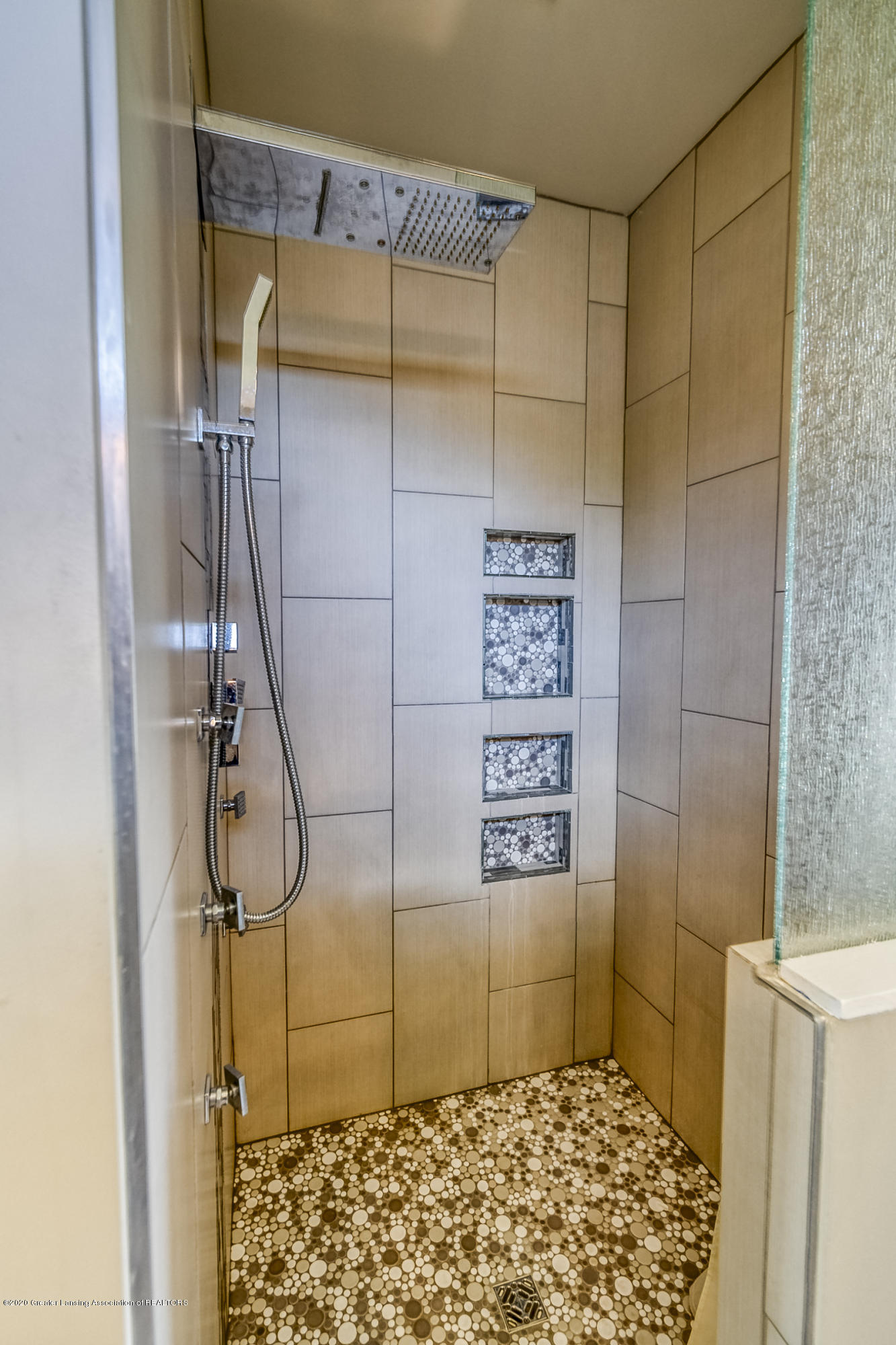 6901 Thornhill Dr - SPA BATHROOM - 24
