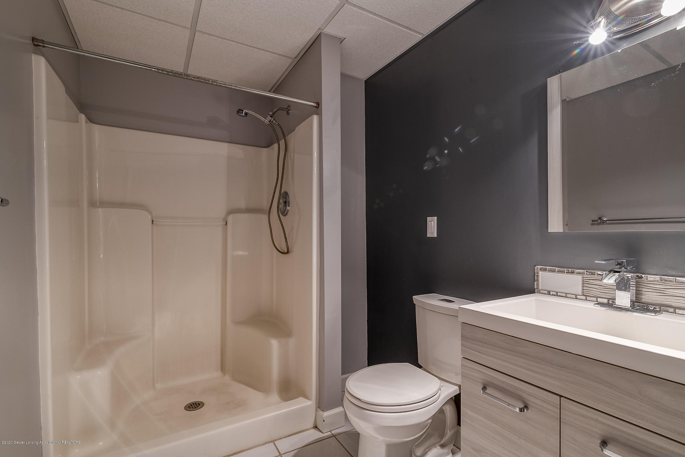 6901 Thornhill Dr - BATHROOM 3 - 33