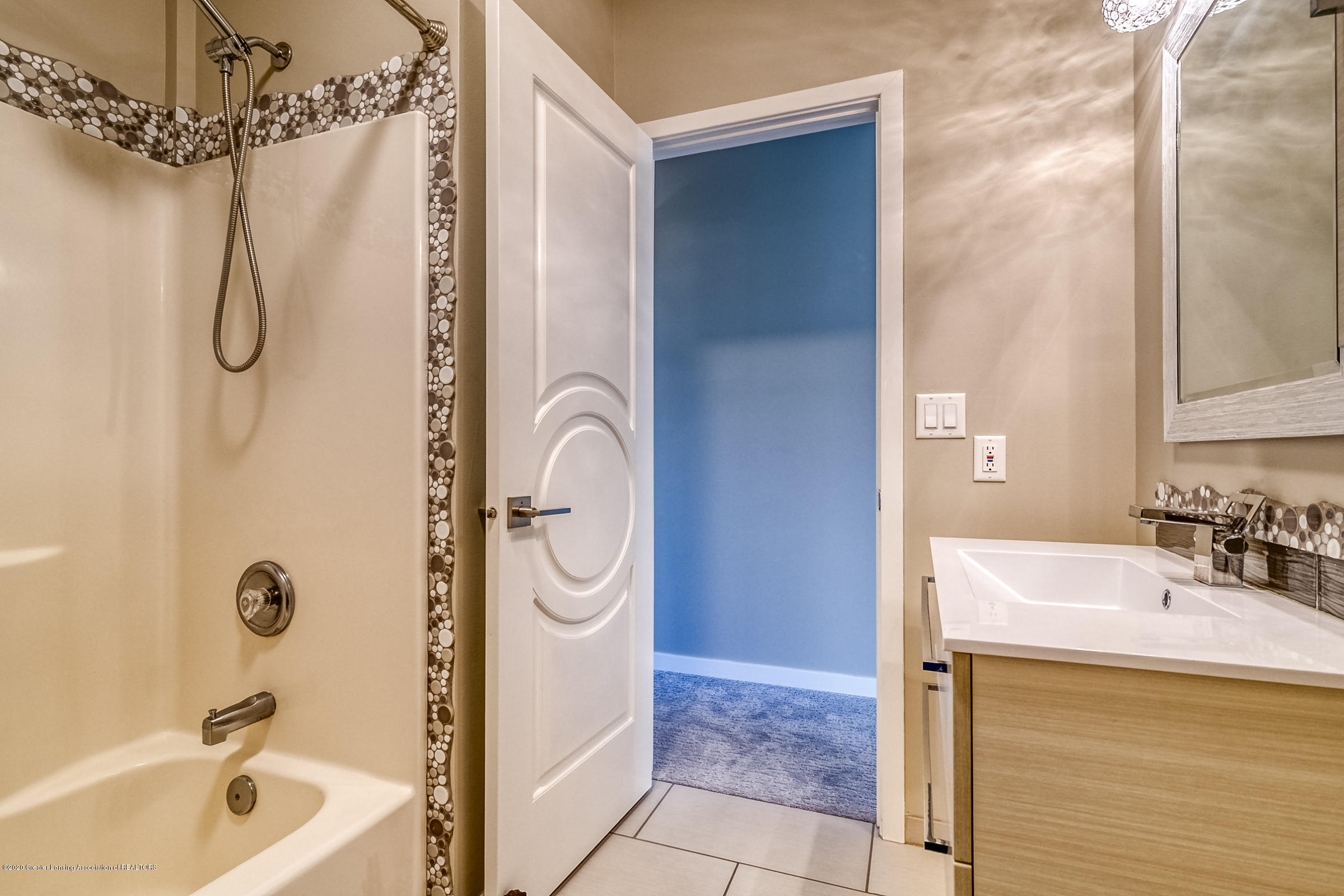 6901 Thornhill Dr - BATHROOM 2 - 29