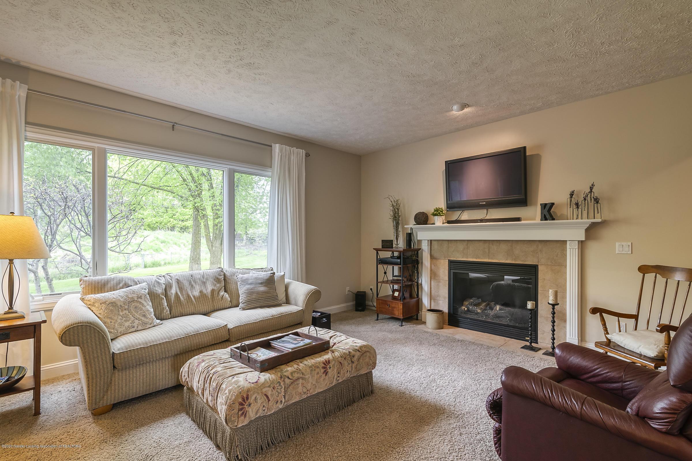 5447 Parkside - LIVING ROOM - 5