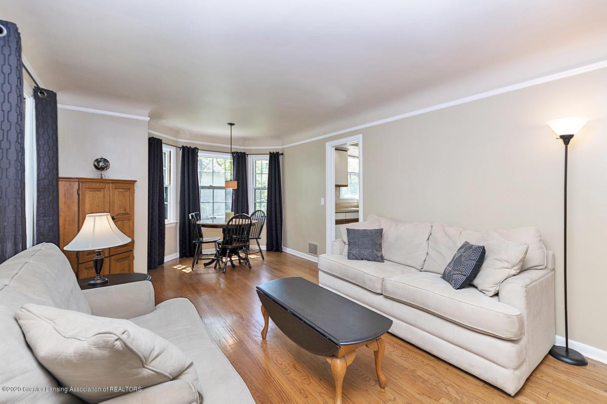 819 Huntington Rd - Living Room /Dining Room - 3