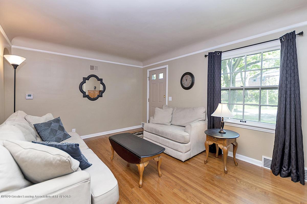 819 Huntington Rd - Living Room - 4