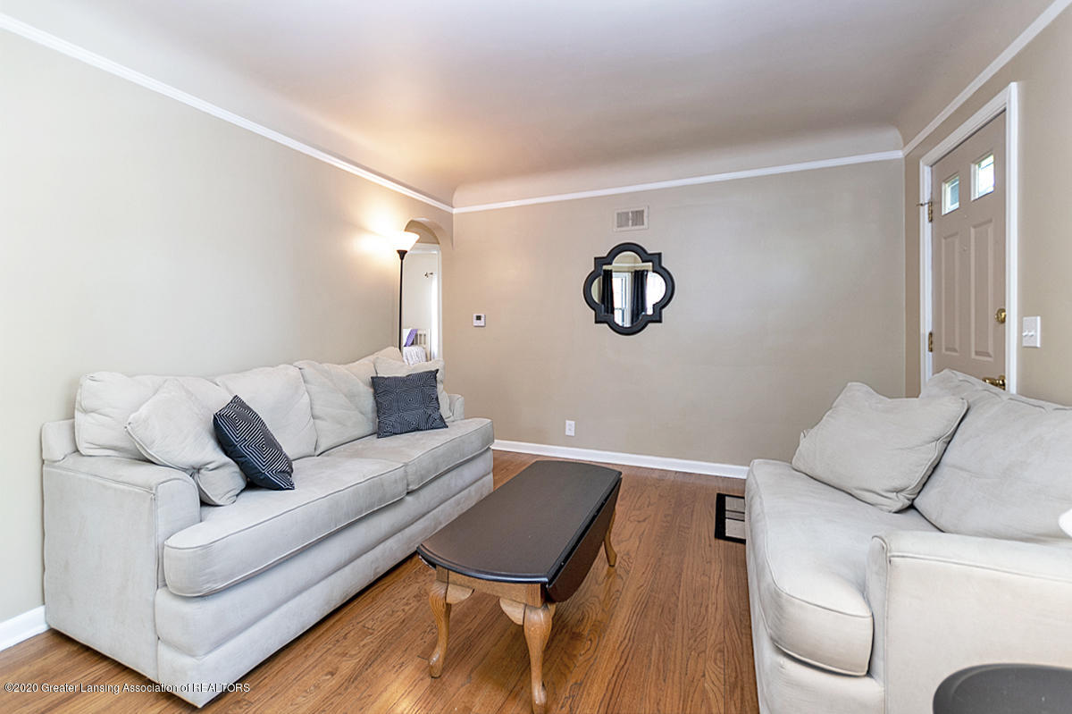 819 Huntington Rd - Living Room - 8