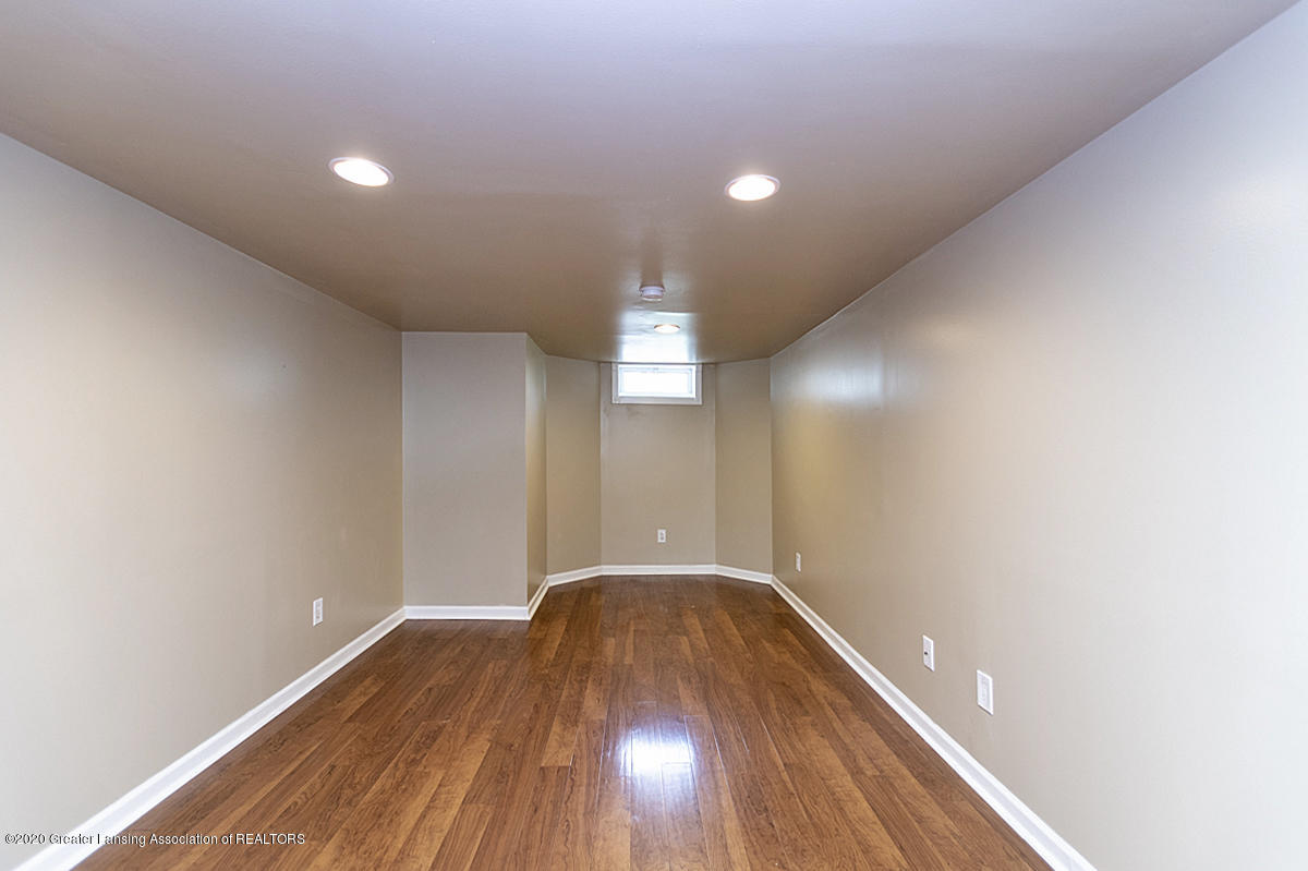 819 Huntington Rd - LL Family Room - 19