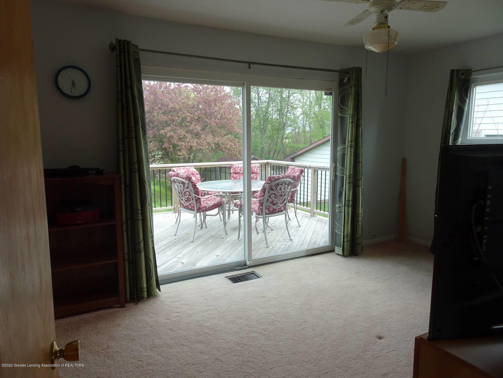 5354 N Michigan Rd - Living Room - 3