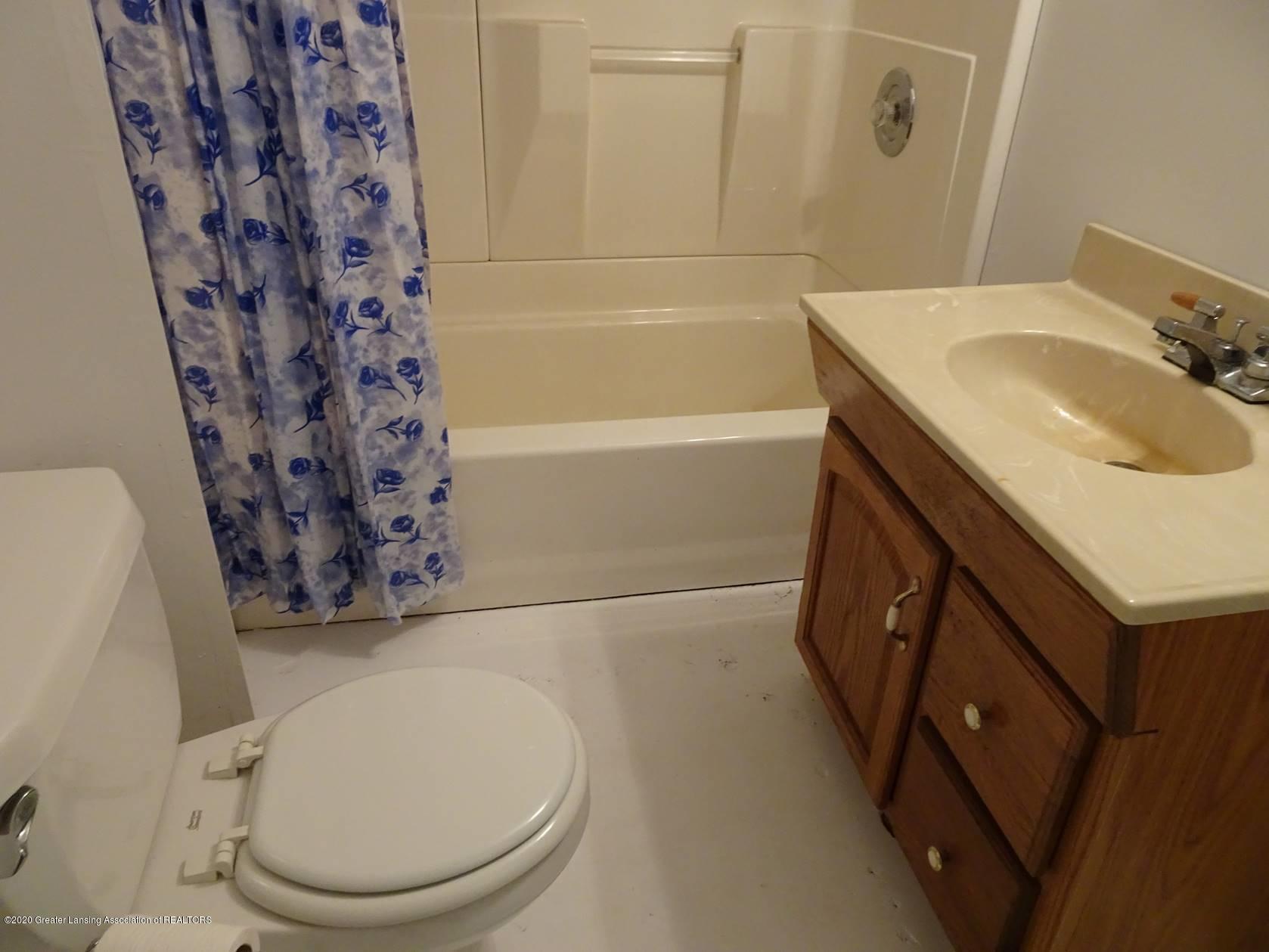 5354 N Michigan Rd - Bathroom - 10