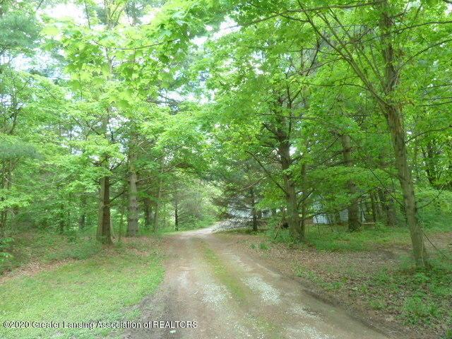 1395 S Lacey Lake Rd - Driveway - 65