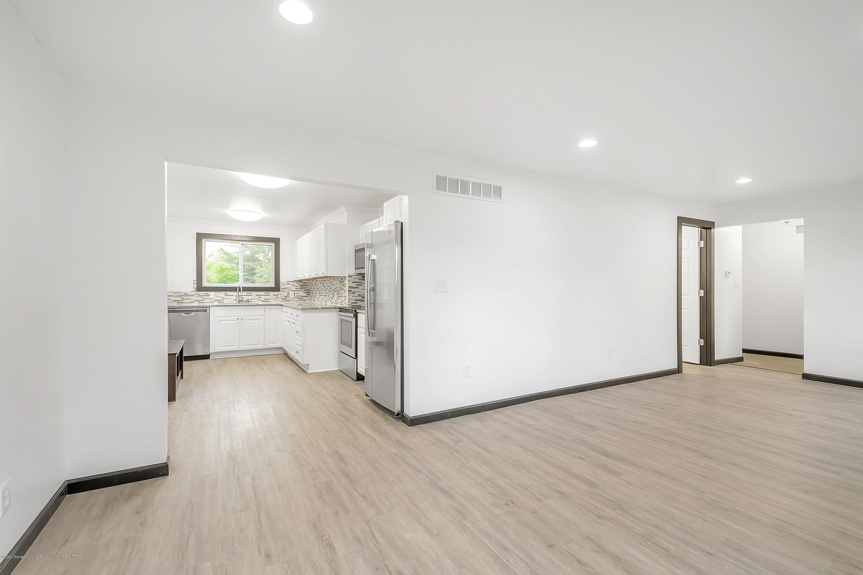 4458 M-52 - Living Room to Kitchen - 10