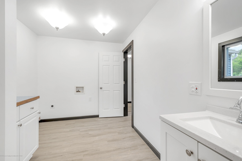 4458 M-52 - Main Floor Full Bath - 26