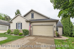 6410 Highland Ridge Dr, East Lansing, MI 48823