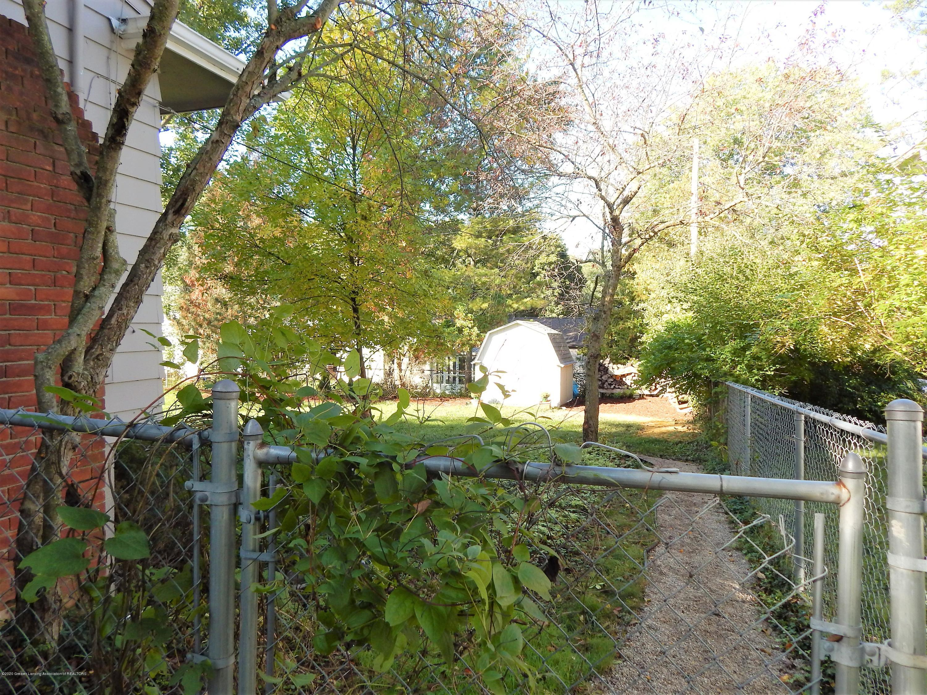 5435 Amber Dr - Fully Fenced - 37