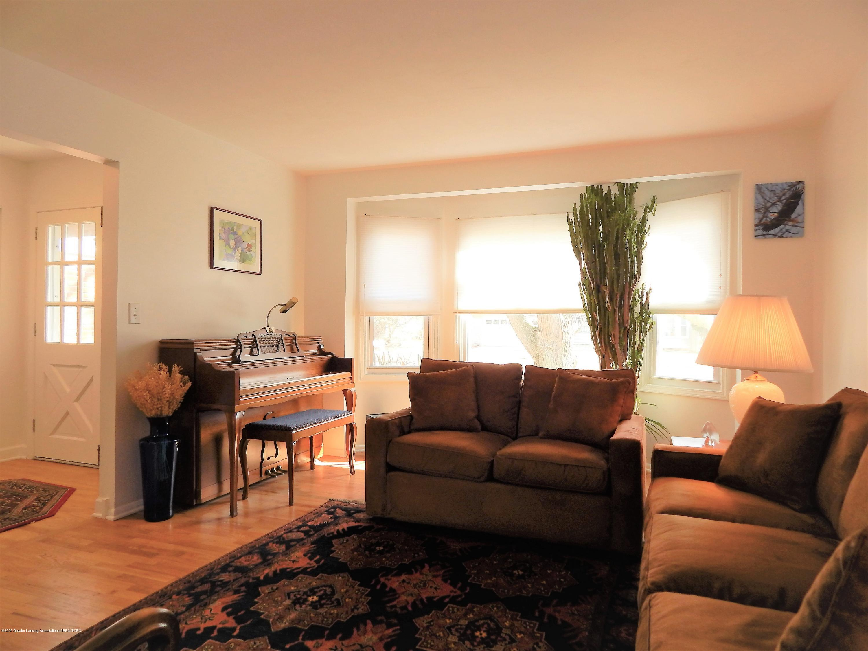 5435 Amber Dr - Living Room - 9