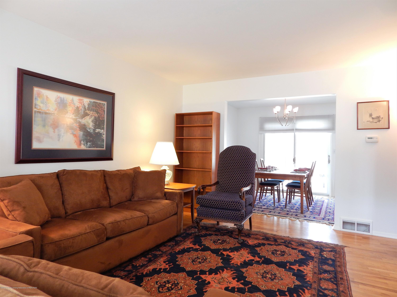 5435 Amber Dr - Living Room - 11