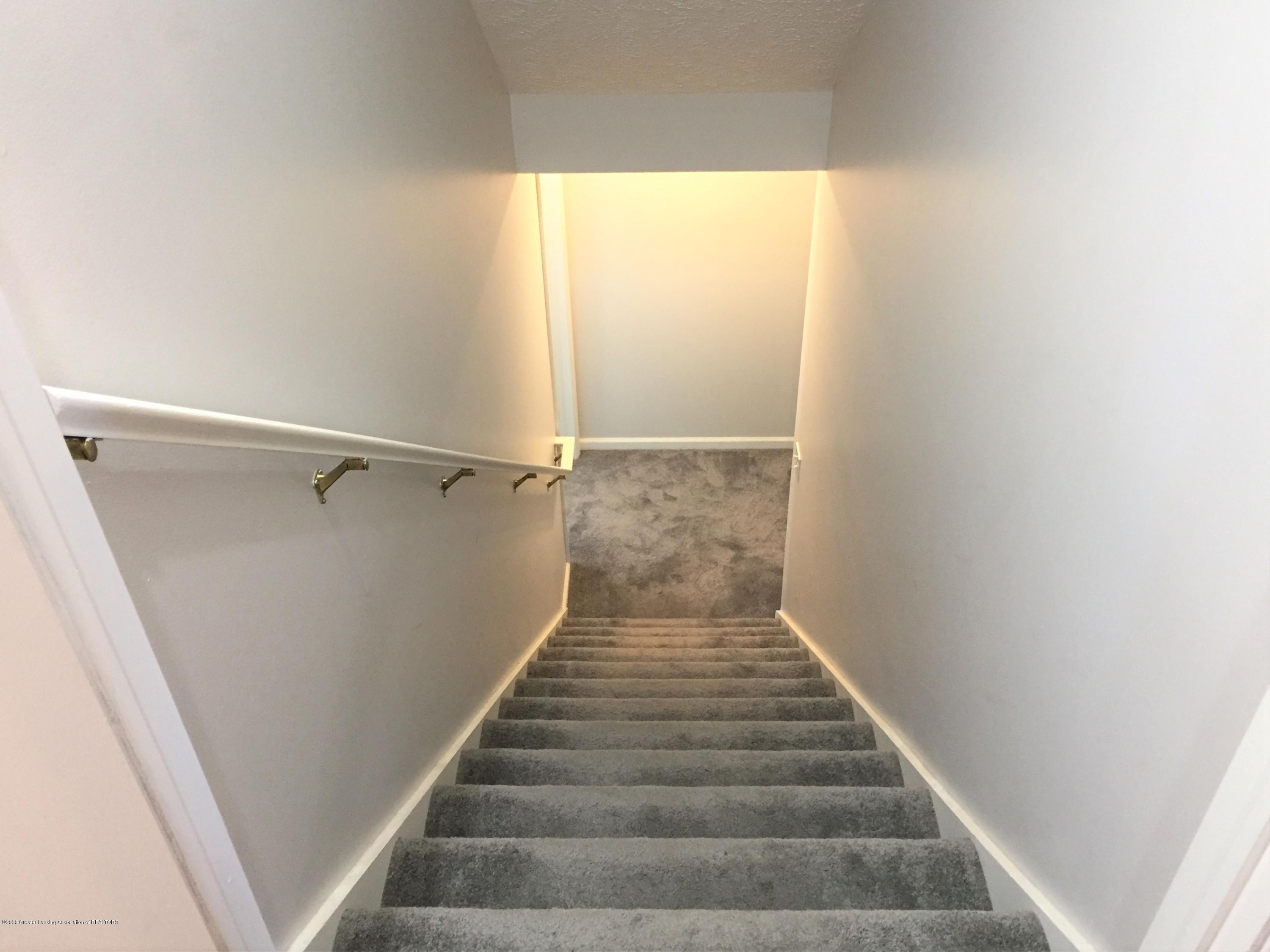 211 Williams St - 14 Stairs to lower level - 14