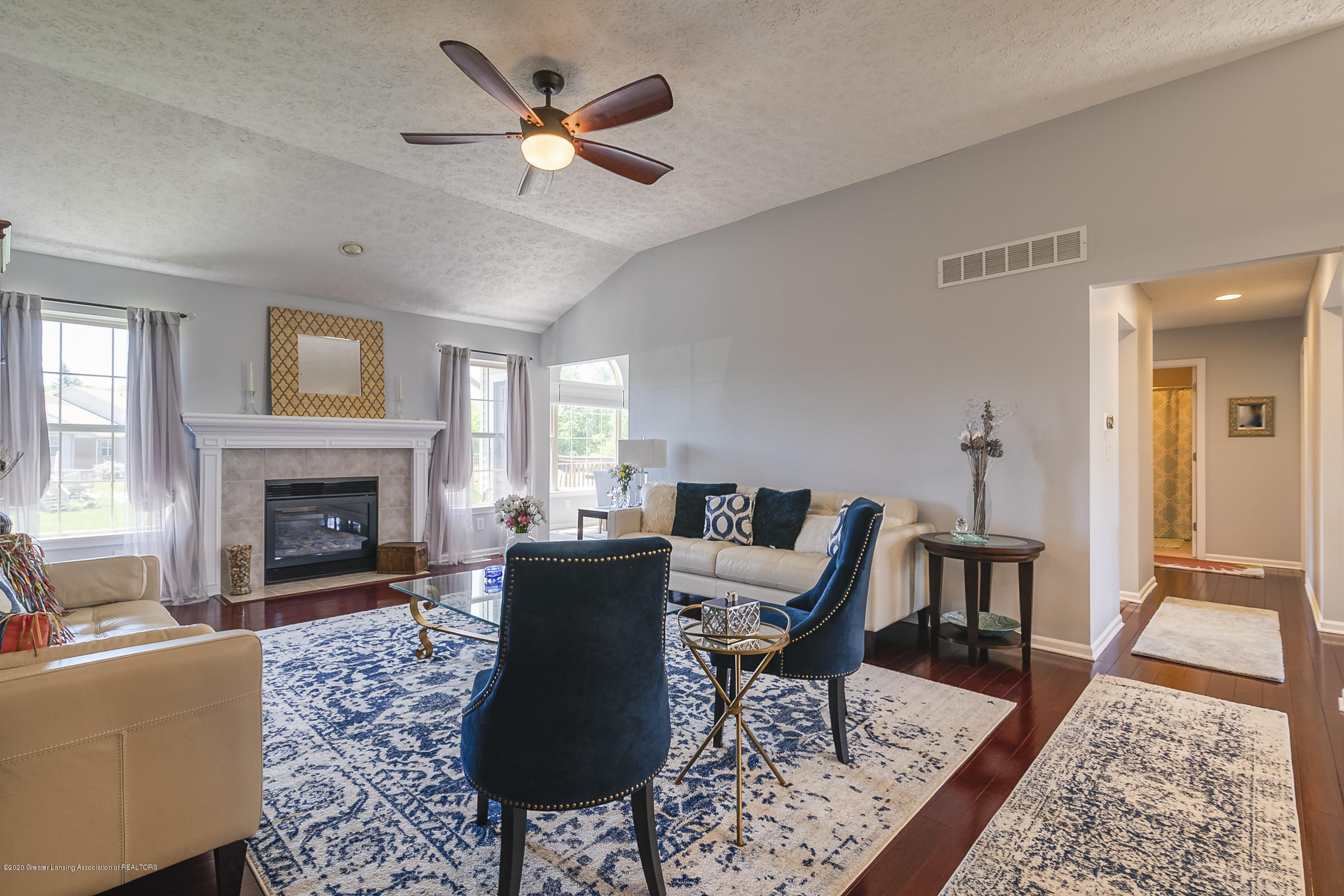 4092 Pheasant Run - LIVING ROOM - 3