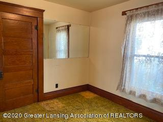 223 W Barnes Ave - Dining Room - 9