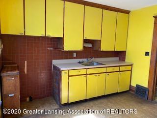 223 W Barnes Ave - Kitchen - 13