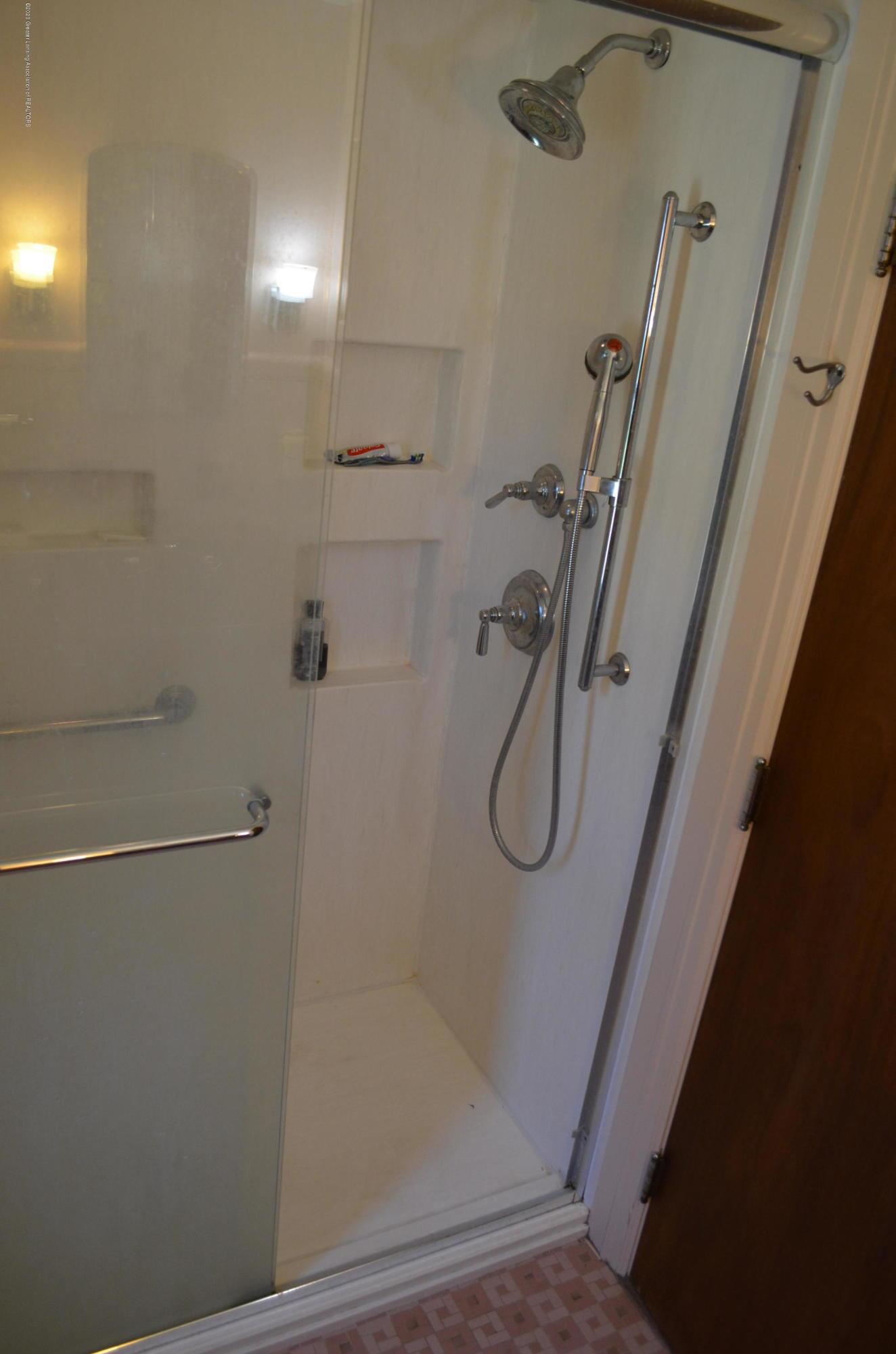 615 Bailey St - Walk in Shower - 35