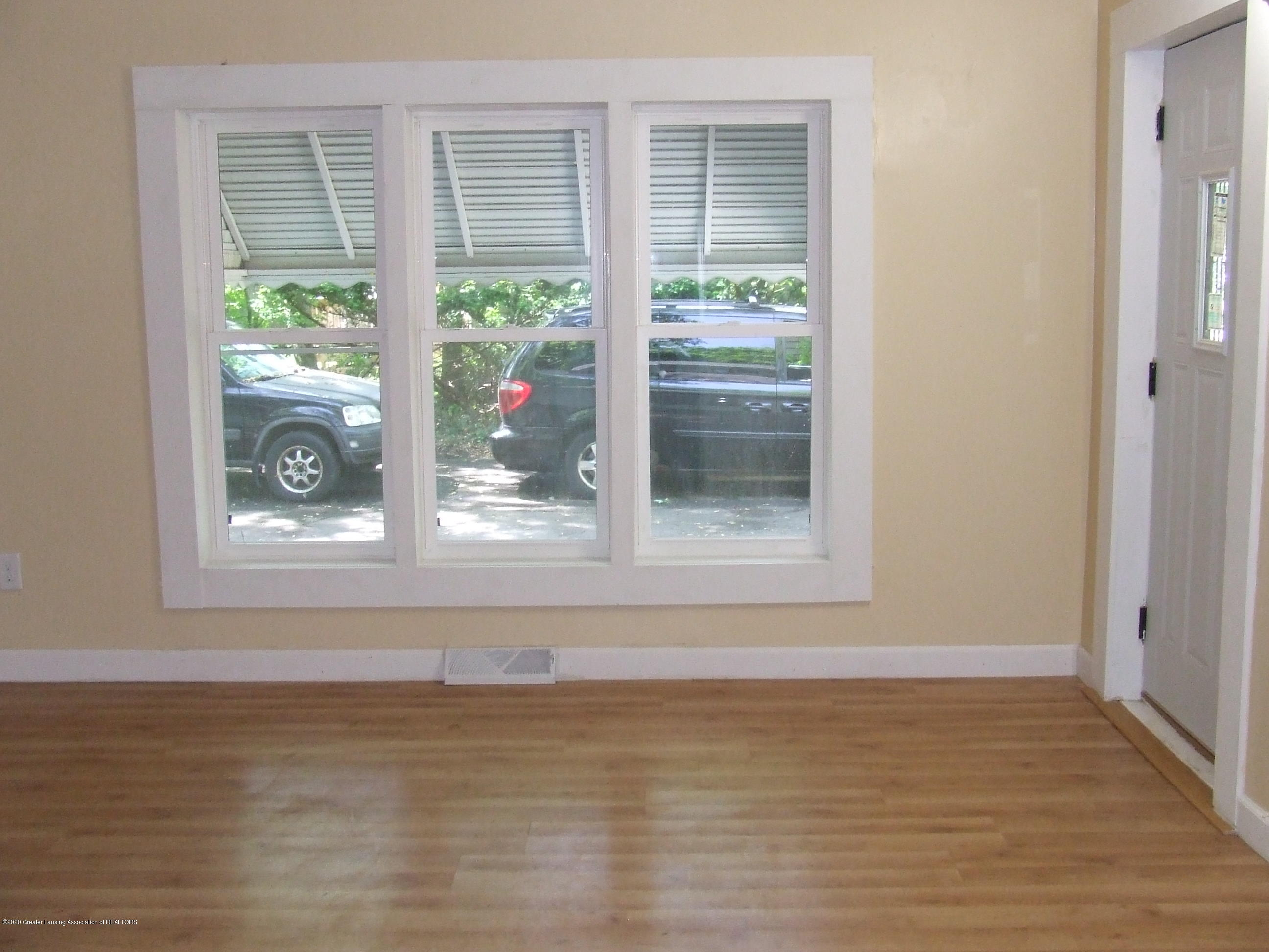 610 N Deerfield Ave - Living room - 6