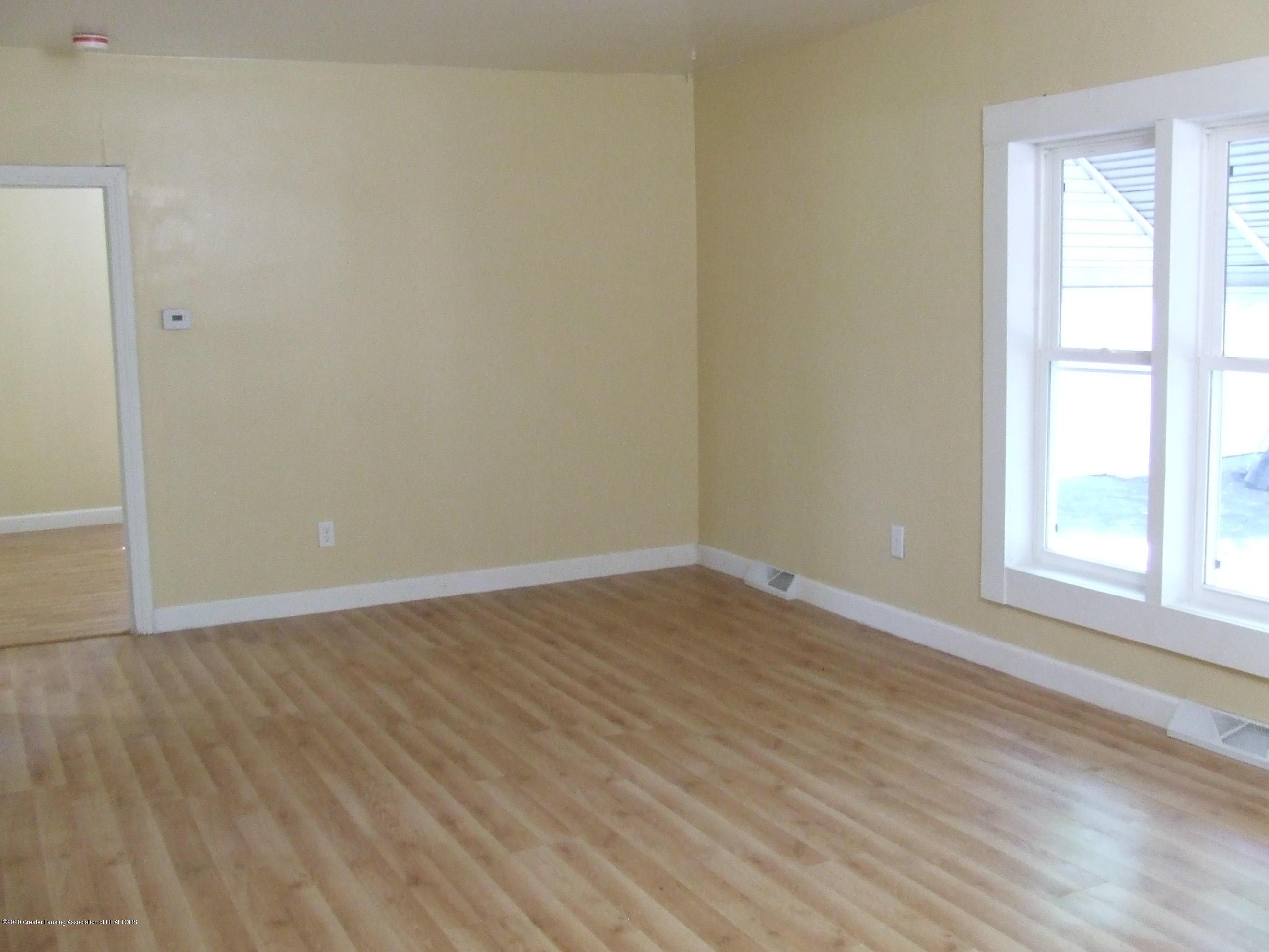 610 N Deerfield Ave - Living room - 7