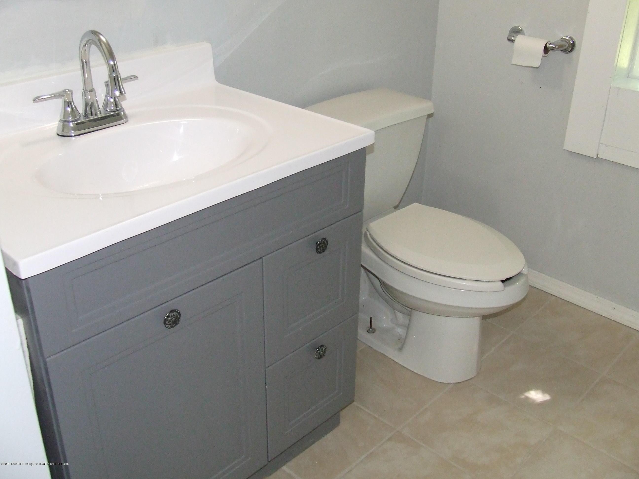 610 N Deerfield Ave - Bathroom - 13