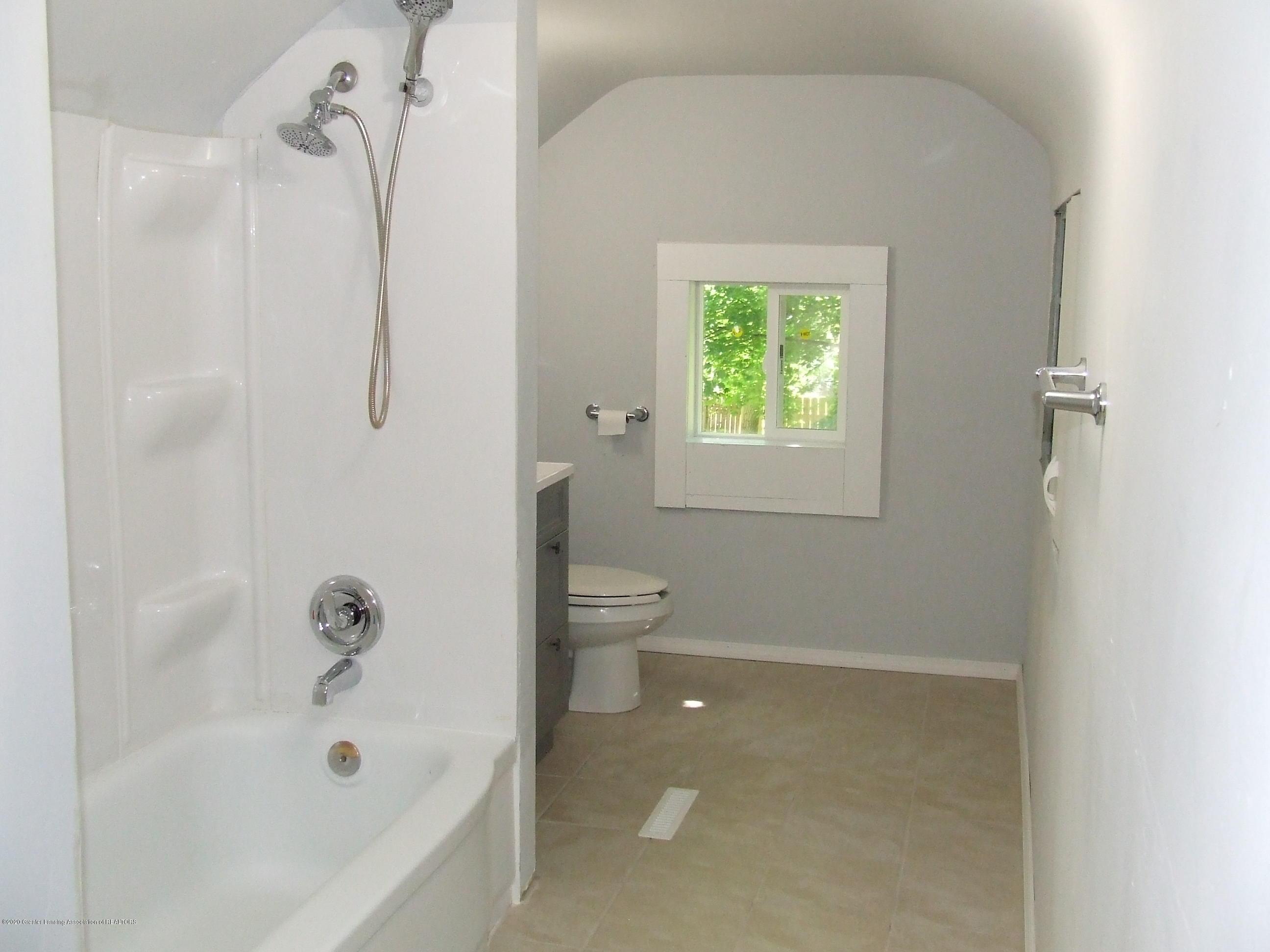 610 N Deerfield Ave - Bathroom - 12
