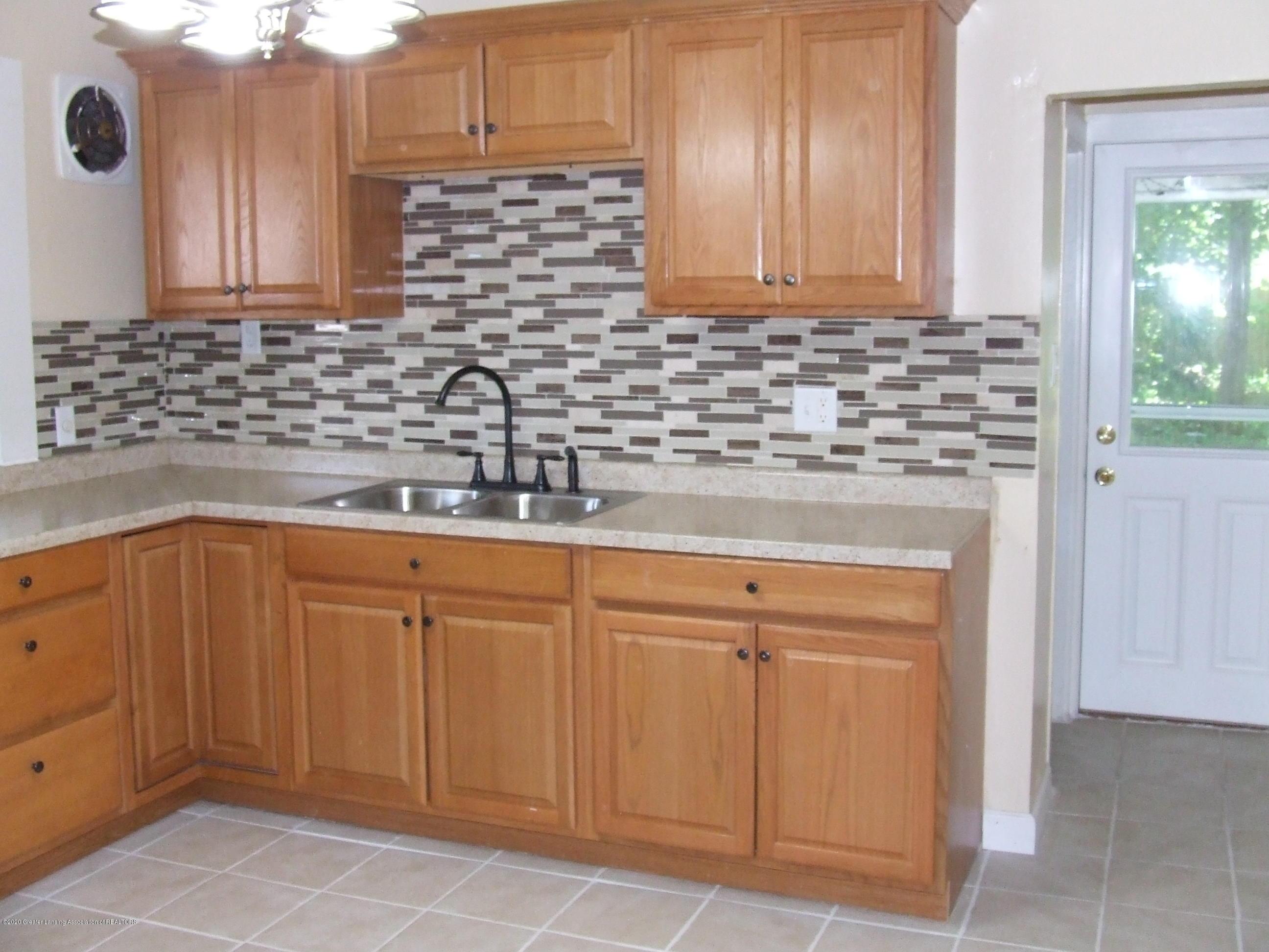 610 N Deerfield Ave - Kitchen - 2