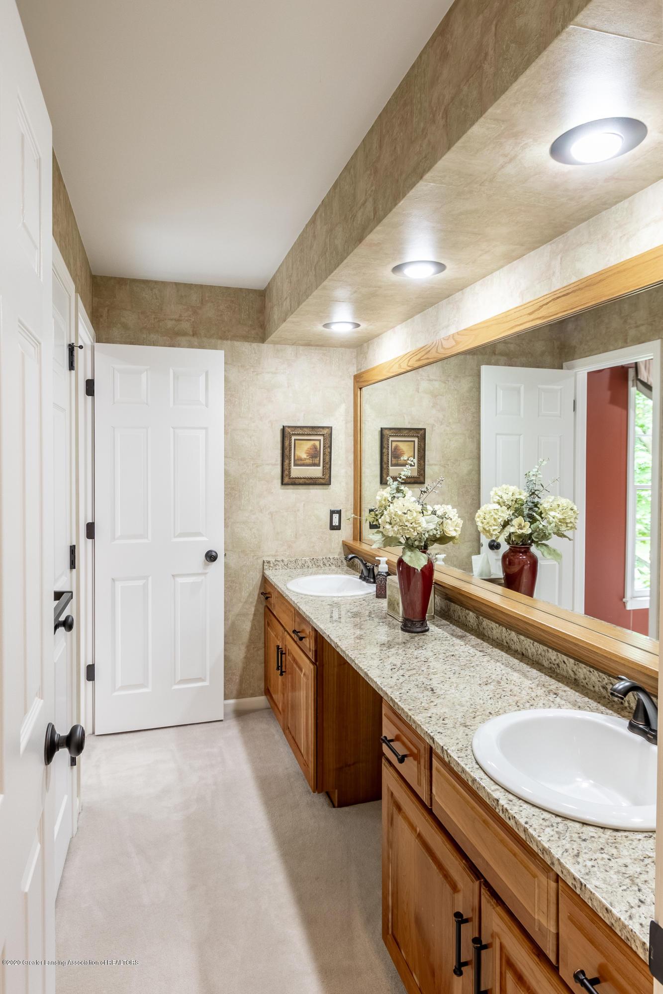 4221 Sandridge Dr - Bathroom - 41