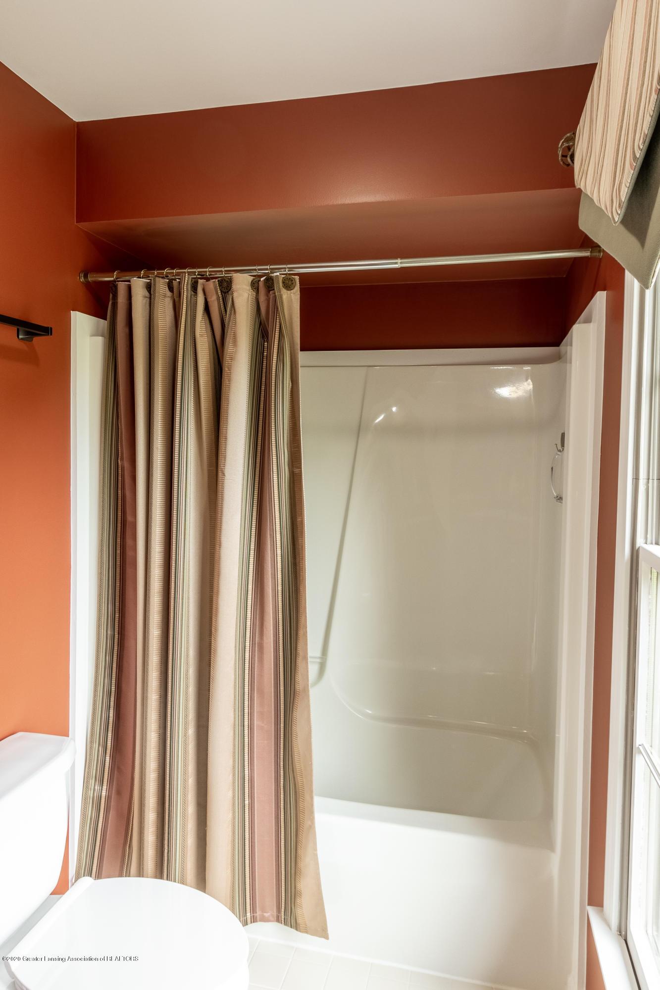 4221 Sandridge Dr - Bathroom - 42