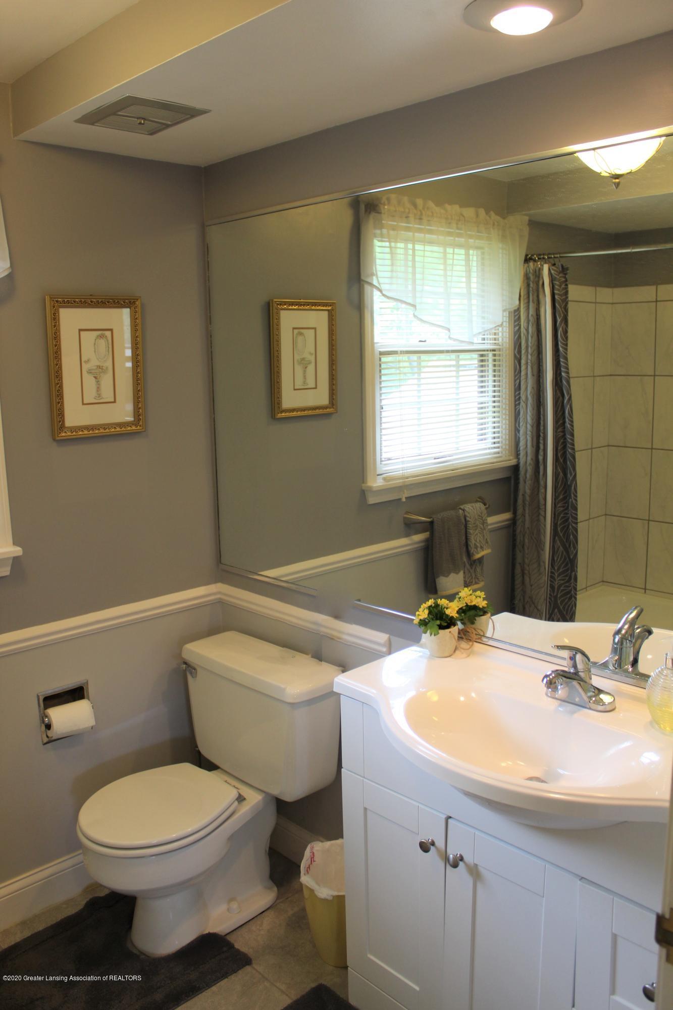 3599 W Arbutus Dr - 2nd Floor Full Bath - 33